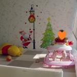子どもはシールが大好き。親子で一緒に、お孫さんとワイワイ、壁をクリスマス柄にデコレーション。簡単でかわいいウォールステッカーはいかが?