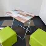 壁のほか家具や小物にも♪ウォールデコシートでテーブルをかわいくリメイク