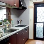 お客様からの声☆築10年で汚れたキッチンの扉を素敵にリフォーム