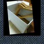 壁紙ハルコの実演DIY!空き箱にウォールデコシートを貼ってハンガー入れに再利用