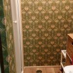 洗面所がエレガントに♪生のり付き壁紙でお客様がリフォームに初挑戦