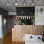 壁紙シール プレミアムウォールデコシート® お客様の声 白い木目柄で天井DIY