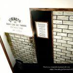 壁紙シール プレミアムウォールデコシート® レンガ柄×無地でお客様階段DIY