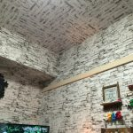 お部屋の印象をチェンジ!53cm角のシール壁紙なら天井リフォームも簡単