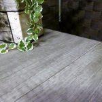高級感と落ち着きの木目柄♪夏から秋へシール壁紙で模様替え