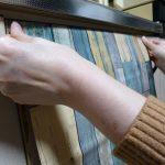 汚れやすいキッチン収納扉をオールドウッド柄壁紙シールで7分リメイク